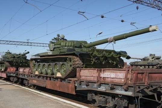 Росія перекинула на Донбас три вагони з боєприпасами і танки, – розвідка