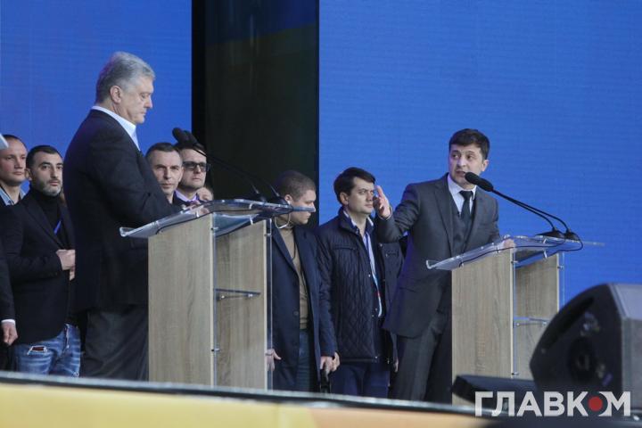 Петро Порошенко і Володимир Зеленський під час дебатів — Будь-яке порівняння з Порошенком для Зеленського є ударом нижче пояса, – психолог