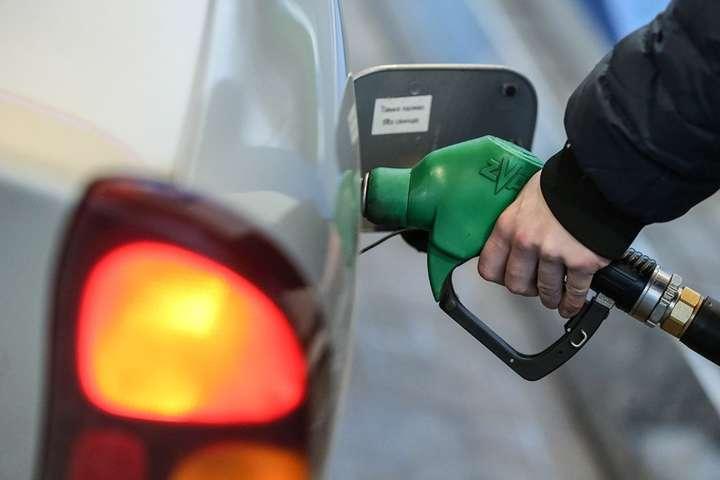Повышение акциза на сжиженный газ и пошлины на импортное дизельное топливо, по мнению экспертов, приведет к росту цен на заправках - Пошлины на дизтопливо и автогаз в пользу Коломойского, и это не скрывается – эксперт