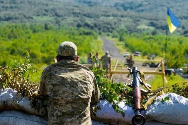 Бойовики 12 разів обстріляли українські позиції, є поранений - Доба на Донбасі: один військовий поранений