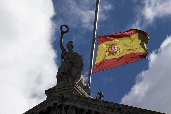 Протягом десяти днів з 26 травня в Іспанії будуть приспущені державні прапори - Влада Іспанії оголосила 10-денний траур за жертвами Covid-19