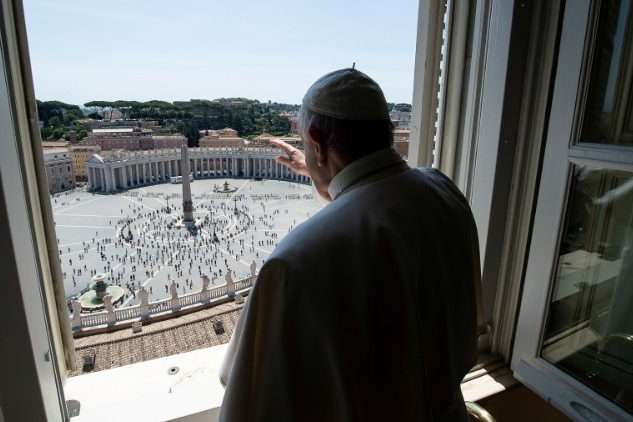 pВперше після кількох місяцівПапа Францискблагословляв не порожню площу/p - Вперше за три місяці: Папа Римський прочитав молитву для віруючих на площі Святого Петра