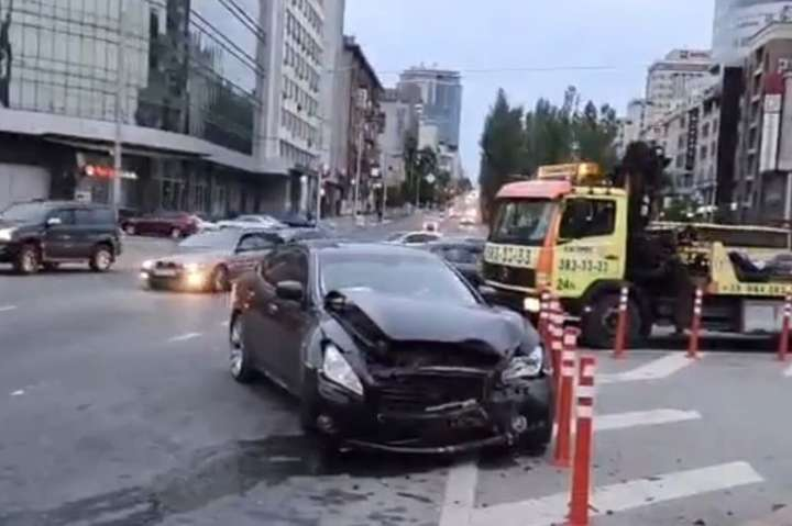 spanПостраждалих дітей госпіталізували/span - У Києві внаслідок ДТП постраждали двоє дітей (відео)