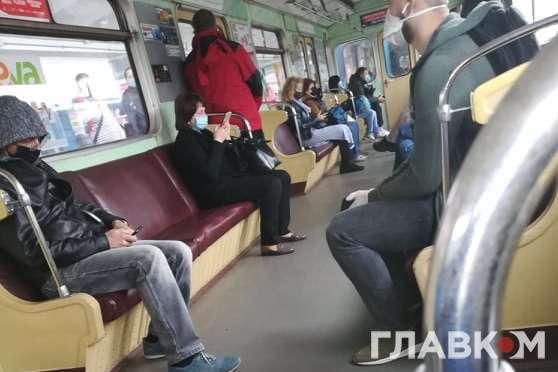 У перший післякарантинний день роботи київська підземка здивувала пусткою (фото)