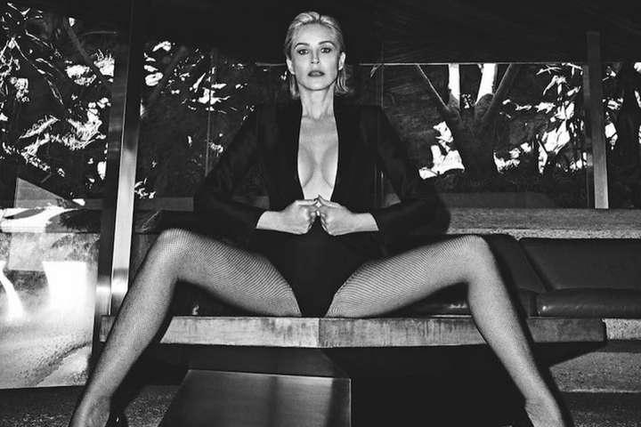 62-летняя Шэрон Стоун показала красивую грудь в крошечном бикини