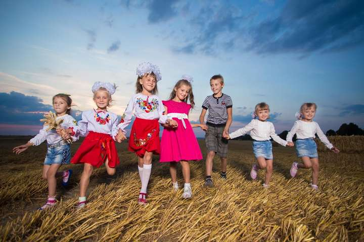 <p>Кожна дитина заслуговує відчувати себе захищеною, &ndash; Офіс омбудсмена</p> - В Україні у розшуку перебувають 18 дітей