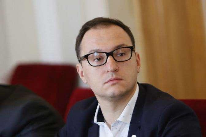 Заступником міністра енергетики та захисту навколишнього середовища Олексій Рябчин був призначений 15 жовтня 2019 року - Кабмін звільнив заступника міністра енергетики Рябчина