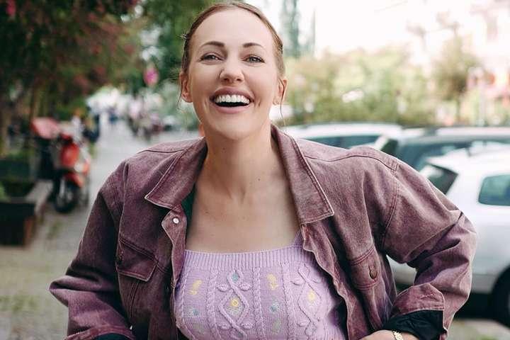<p>Актриса Мерьем Узерли опубликовала несколько кадров из очередной фотосессии</p> <div></div> - Звезда «Великолепного века» в коротком топе похвасталась идеальной фигурой (фото)