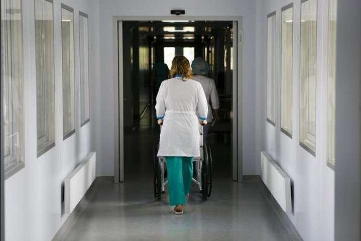За даними глави уряду, нині в державі працює понад 630 тисяч людей у медичній сфері - Шмигаль пообіцяв не закривати лікарні через медреформу