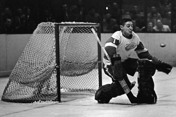 50 років тому 40-річним помер один із найкращих хокейних воротарів в і