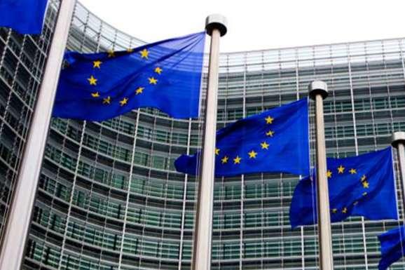 «Глобальна співпраця та солідарність, яка має прояв у багатосторонніх зусиллях, є єдиним ефективним та життєздатним шляхом, щоб виграти битву, з якою стикнувся світ» - Єврокомісія закликає США переглянути рішення щодо ВООЗ