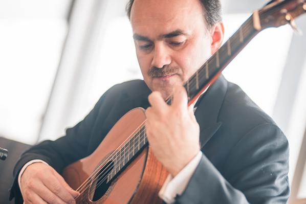 Известный украинский гитарист Андрей Остапенко - Guitar Nights. Известный украинский гитарист исполнит легендарные хиты онлайн