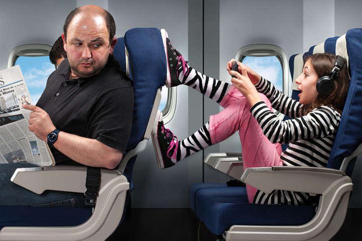 Авіаперевізники не рекомендують пасажирам знімати взуття під час польоту - Співробітники авіакомпаній розповіли, чому пасажирам не треба знімати взуття під час перельотів