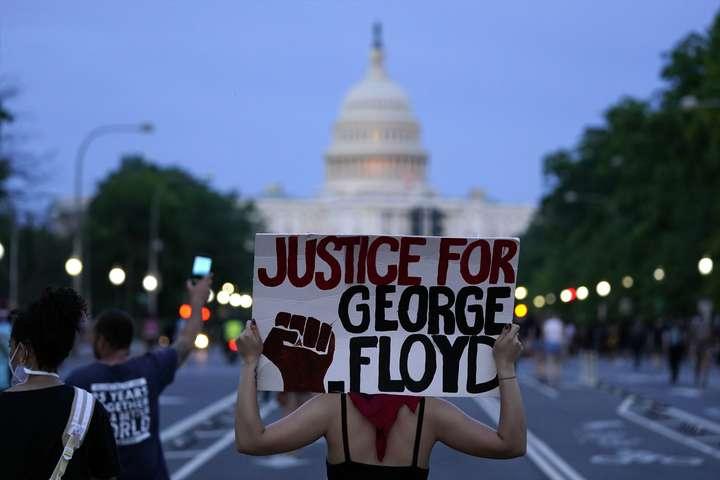 США охопили масові протести та заворушення