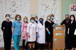 Фото: — <span>Петро та Марина Порошенки в Охматдиті поспілкувався з дитячими лікарями</span>
