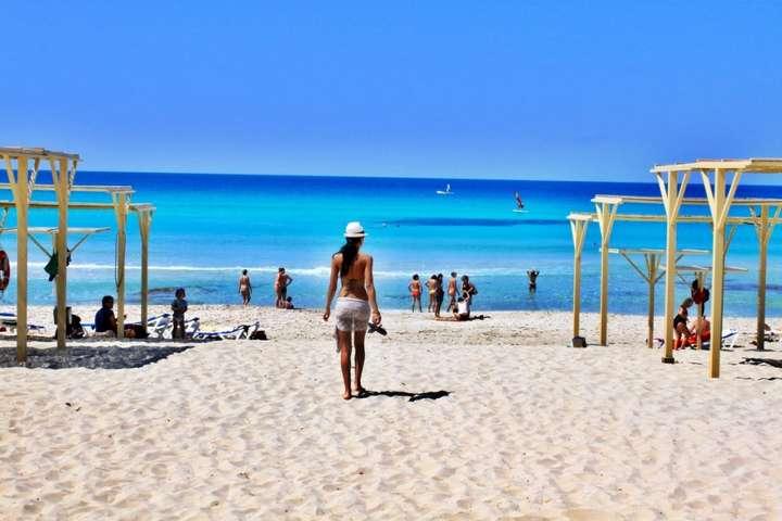 Доходи Іспанії від туризму скоротилися приблизно вдвічі за чотири місяці цього року - В Іспанії запрацювали пляжі, але не всі