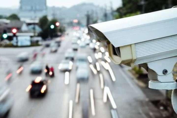 В Україні країні почала роботу система автоматичної фото- і відеофіксації порушень правил дорожнього руху (ПДР) - У перший день камери зафіксували понад 35 тисяч перевищень швидкості у Києві