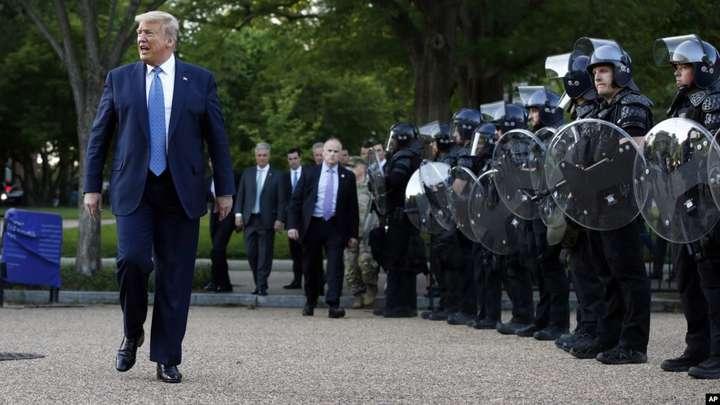 Дональд Трамп пригрозив ввести армію в охоплені заворушеннями міста - Трамп пригрозив ввести армію в охоплені заворушеннями міста