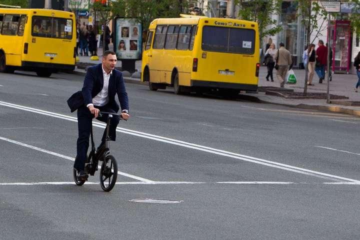3 июня отмечается Всемирный день велосипеда. На фото - мэр Киева Виталий Кличко, 2016 год - 3 июня: какой сегодня праздник, приметы и запреты