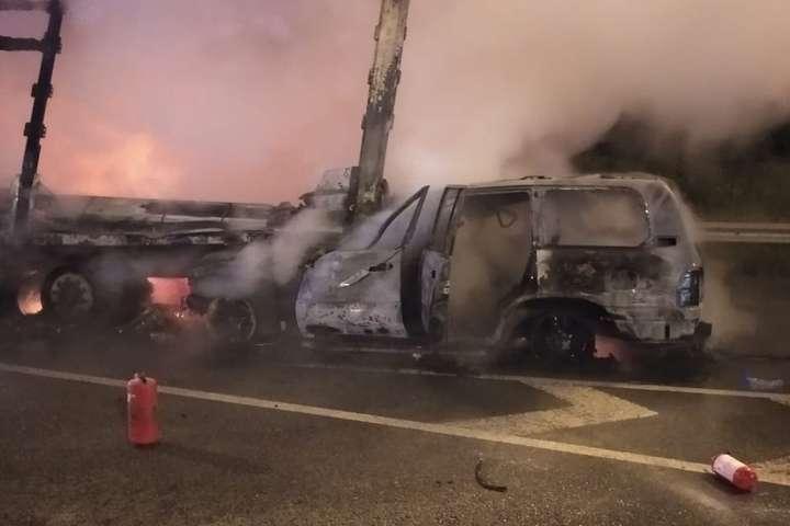 В результаті зіткнення з вантажівкою сталося загорання легковика - Поліція повідомила подробиці двох смертельних ДТП на Київщині