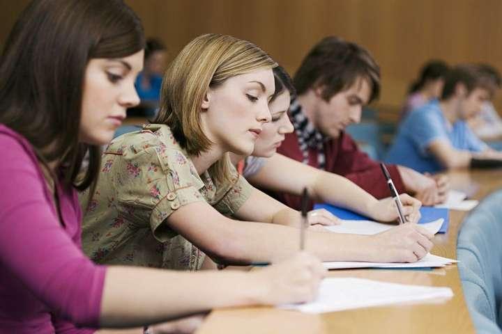 <p>Мінфін оприлюднив вартість навчання студентів за державним замовленням<b></b></p> - Мінфін рахує вартість навчання у вузах за розрахунками центру CEDOS, яким раніше керував заступник міністра Стадний, — ЗМІ