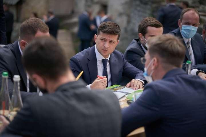 Президент Украины Владимир Зеленский решиллиберализовать визовую политику- Зеленский предложил отменить визы для Китая и ряда других