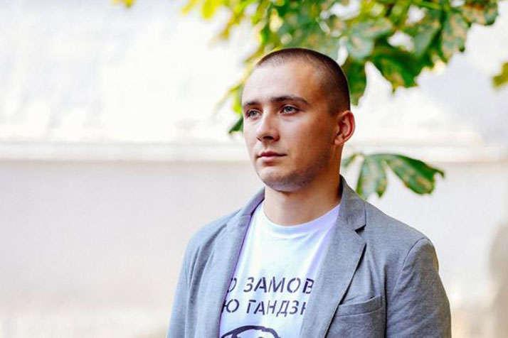 Громадський активіст іколишній керівник одеського осередку «Правий сектор» Сергій Стерненко — Білі плями справи Стерненка. В чому СБУ підозрює активіста?