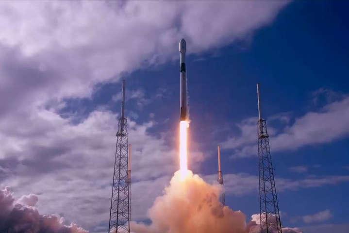 Запуск ракети Falcon 9 — SpaceX вивела на орбіту ще 61 супутник: відео