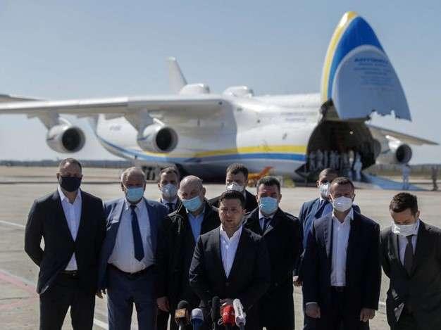 <p>Найбільший в світі транспортний літак Ан-225 «Мрія», який регулярно зустрічає весь політичний бомонд, випущений 1988 року</p> — Зе-«Мрія». Чи вийде «Антонов» із крутого піке?