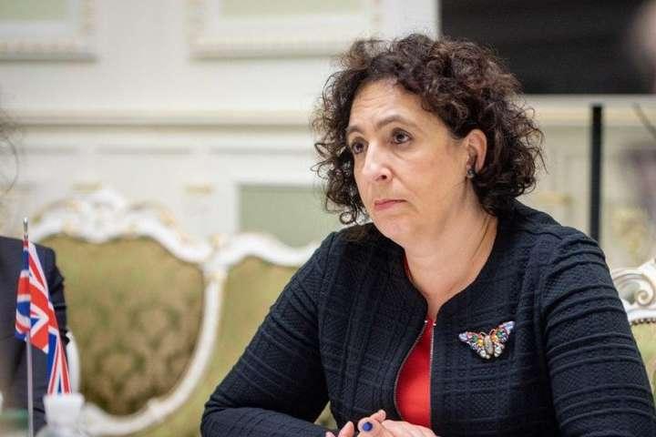 Посол Великої Британії Мелінда Сіммонс — Посол Великої Британії закликала до неупередженого правосуддя в Україні