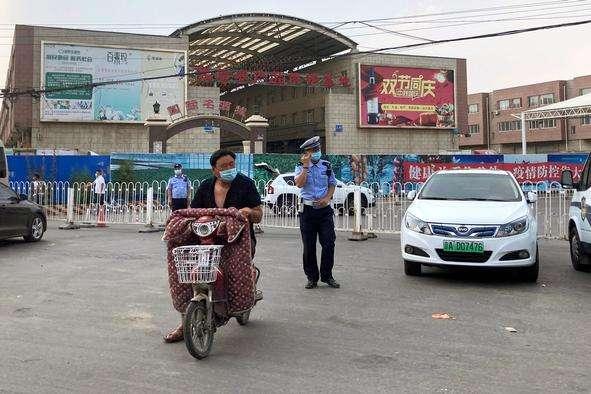 pПекінський оптовий ринок «Сіньфаді»/p - У Пекіні знайшли нульового пацієнта після другого спалаху коронавірусу