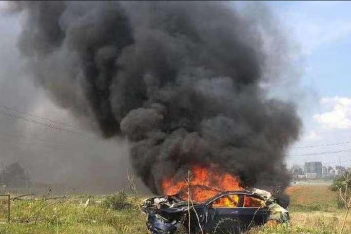 Tesla самостійно розігналася і вибухнула з водієм всередині — Tesla самостійно розігналася і вибухнула з водієм всередині