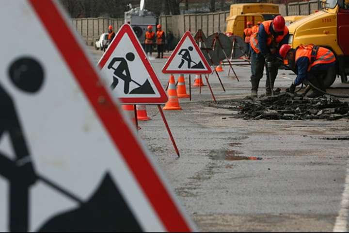 Рух перекриють через початок ремонту — У Києві на два місяці обмежать рух перед Північним мостом