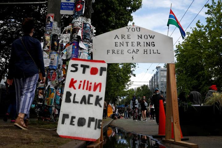 Поліцію не пропускають до охопленої протестом частини — Під час протестів у США застрелили 19-річного активіста