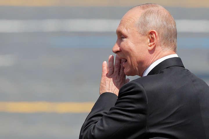 Путін доводить, що можна програти навіть гібридну війну