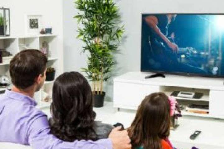 <p>Телевізор використовуємо для показу програм, які не завдадуть шкоди дітям, &ndash; головний рабин Києва Рав Йонатан Біньямінм Маркович<b></b></p> - Головний рабин Києва: Багато успішних людей забороняють перегляд телевізора дітям
