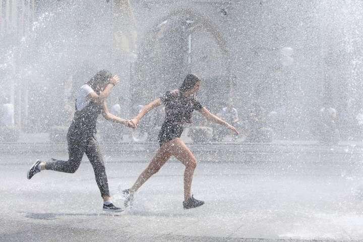 <p>Сьогодні в Україні очікуються грози, але не скрізь</p> - Дощі з грозами та сильна спека: прогноз погоди в Україні на понеділок