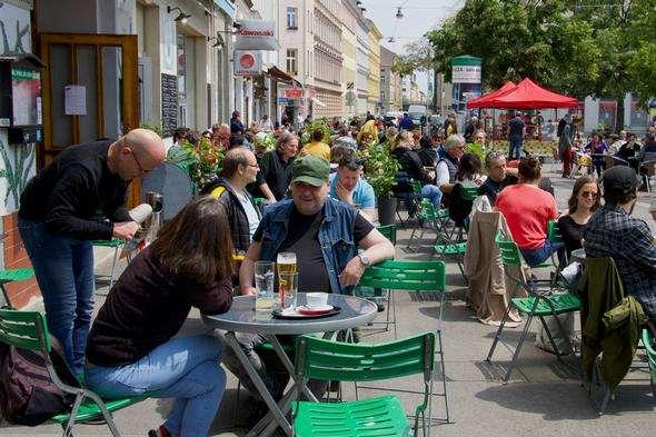 """<span lang=""""UK"""">Із середи червня в Австрії скасовано носіння масок при відвідуванні магазинів, закладів харчування та готелів</span> - В Австрії найбільше за останній місяць виявлення нових випадків Covid-19"""