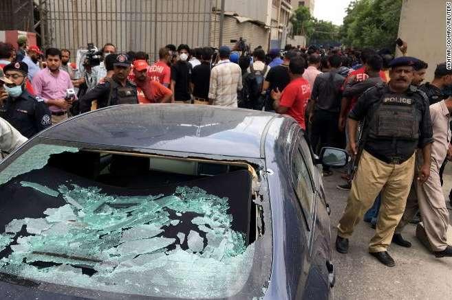 На місці нападу на біржу працюють поліцейські - Озброєні люди атакували фондову біржу Пакистану: є жертви