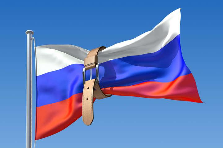Санкции, в частности, ограничивают доступ к первичному и вторичному рынкам капитала ЕС для некоторых российских банков и компаний - Евросоюз продлил санкции против России