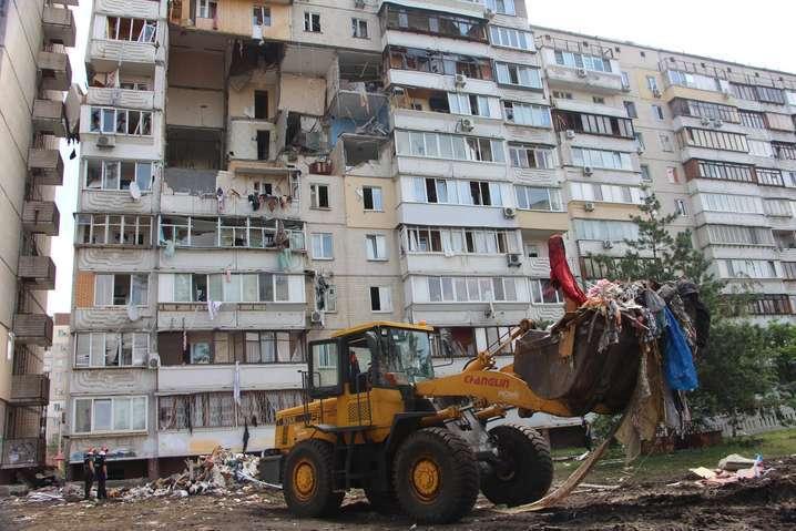 Людей виселили з під'їзду, де стався вибух — Постраждалі від вибуху на Позняках не можуть потрапити у квартири, які роздав Зеленський
