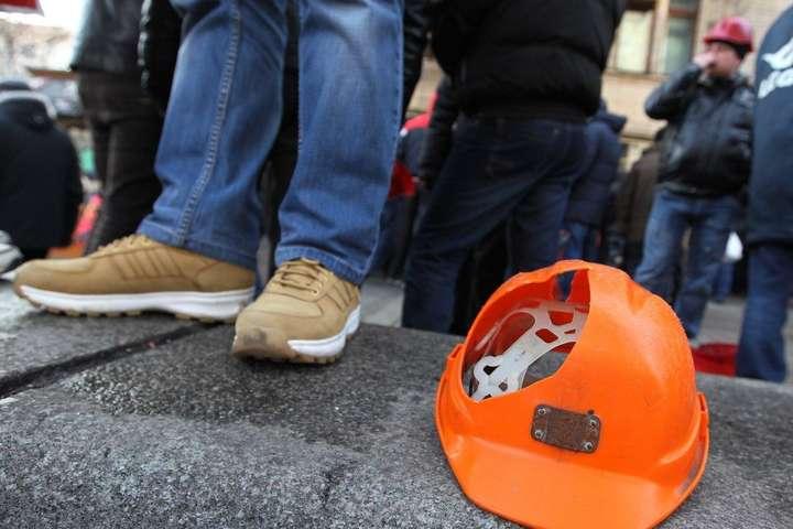 30 июня шахтеры из разных регионов Украины начинают бессрочную акцию, на которой среди прочего будут требовать погашения задолженности по зарплате - Акции протеста шахтеров в столице. ДТЭК назвал ответственного