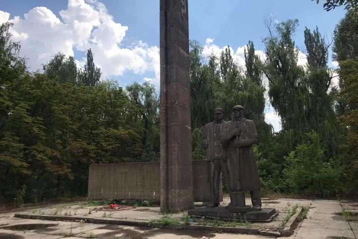 Як ексрегіонали «вшановують» пам'ять загиблих у Другій світовій війні