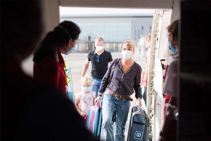Українці, що подорожують з метою навчання або роботи, зможуть потрапити до країн ЄС - ЄС відкриває кордони для деяких категорій українців: список