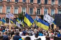 Фото: — Піжтримати Петра Порошенка 1 липня прийшли сотні людей