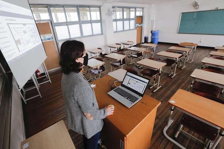 МОН готується до роботи шкіл в умовах пандемії — В Раді заявили, що Україна не готова до повноцінного дистанційного навчання