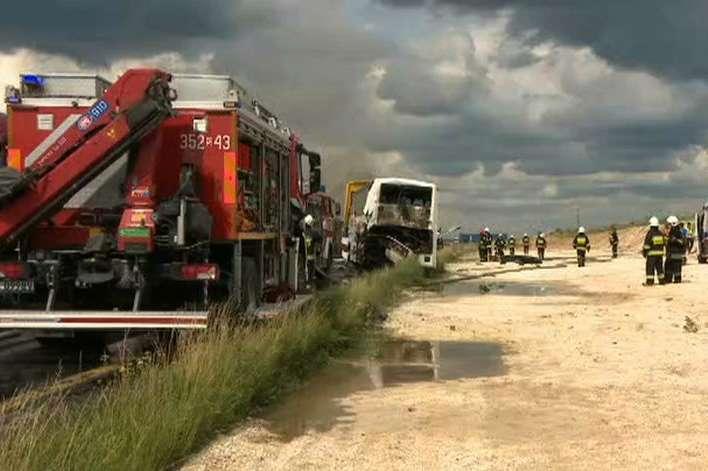 Надзвичайна подія сталася біля містечка Богуславіце на півдні Польщі - У Польщі масштабна ДТП: зіткнулися дві вантажівки та автобус з іноземцями