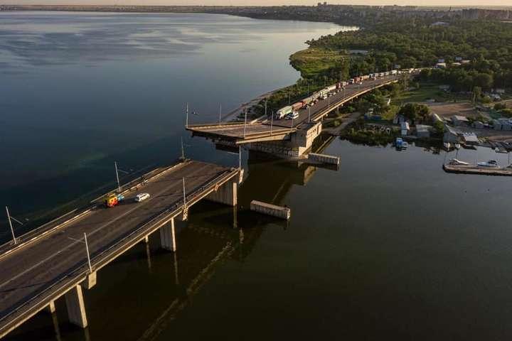 В Николаеве самовольно развелся Ингульский мост - В Николаеве неожиданно развелся мост, пострадавших нет (фото)