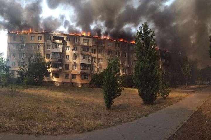 <p>Коли рятувальники закінчать роботу, мешканцям дозволять зайти у свої квартири і взяти необхідні речі</p> — Пожежа у Новій Каховці: жителів постраждалих квартир відселять