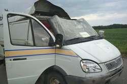 Фото: — Злочинці пограбували мікроавтобус Укрпошти